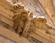 Detalle de la buena conservación de algunos detalles religiosos