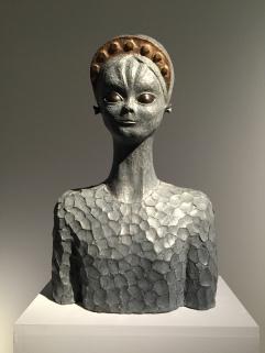 Escultura de extraterrestre femenina por Robert Llimós